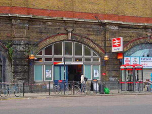 Vauxhall Station entrance in South Lambeth Road (now closed)