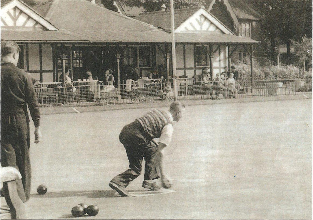 1950s photo of the bowling green and clubhouse at Vauxhall Park, London